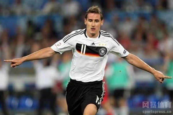 克洛泽更是世界杯历史进球最多的球员,打入16粒进球