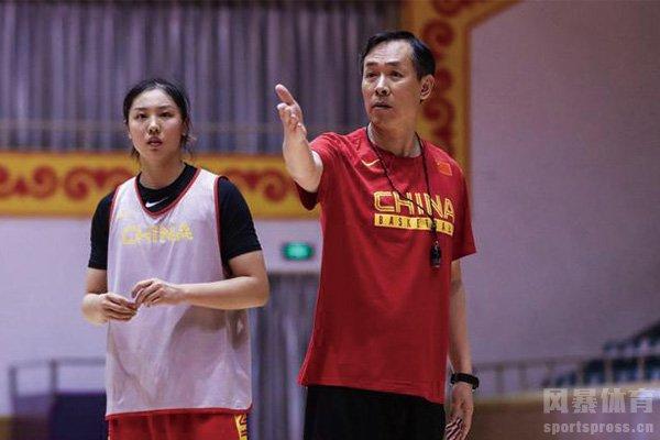中国女篮主教练许利民