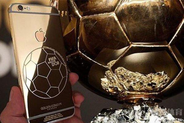 不得不说莱万的金球奖还是被打劫了