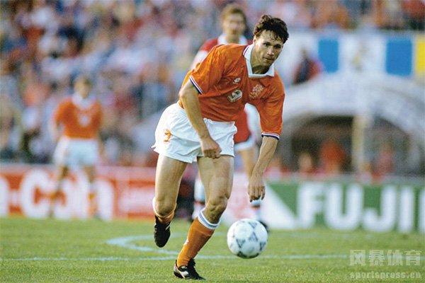 欧洲杯点球大战回顾 2000年欧洲杯意大利VS荷兰最经典