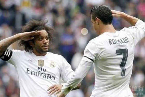 两人在庆祝进球中也有着很多搞怪的动作