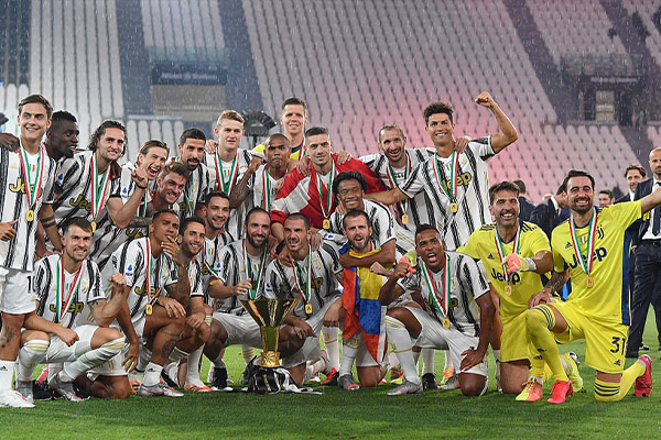 尤文1比3不敌罗马 主场捧杯庆祝获得意甲冠军