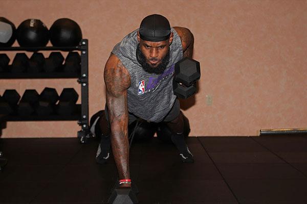 良好的身体也是詹姆斯能在NBA称霸的重要原因
