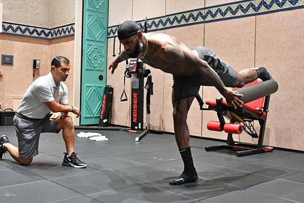 詹姆斯的肌肉训练 盘点詹皇的钢铁之躯