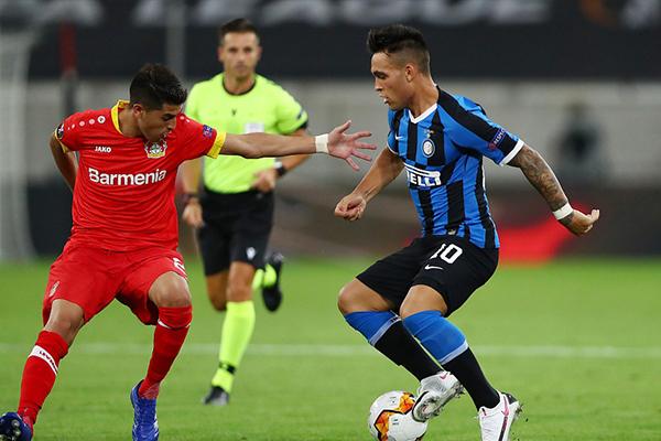 在本赛季欧联杯1/4淘汰赛中,国际米兰2比1击败勒沃库森晋级欧联杯4强