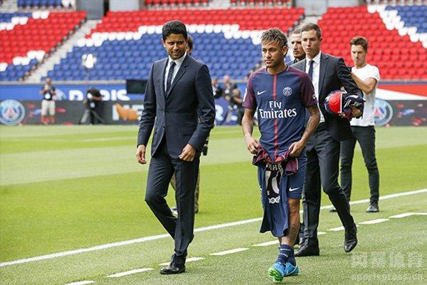 而大巴黎主席纳赛尔也是宣布内马尔和姆巴佩不会离开