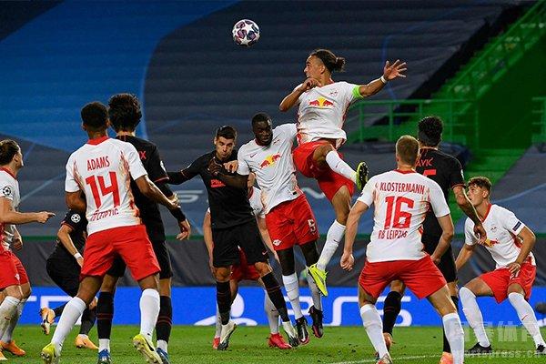 在今日凌晨的欧冠1/4决赛中,莱比锡红牛2比1击败马竞