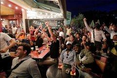 大巴黎进军欧冠决赛 巴黎圣日耳曼球迷疯狂庆祝