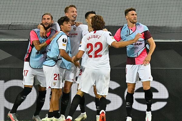 塞维利亚2比1击败曼联!欧联之王冲击第六冠!