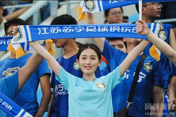 在上赛季江苏苏宁快要和贝尔完成交易,但皇马高层最终插手导致转会失败