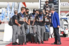 拜仁挟欧冠奖杯回归慕尼黑 全队状态十分兴奋