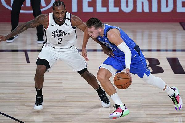 目前NBA季后赛快船对战独行侠第5轮,快船154比111血洗独行侠