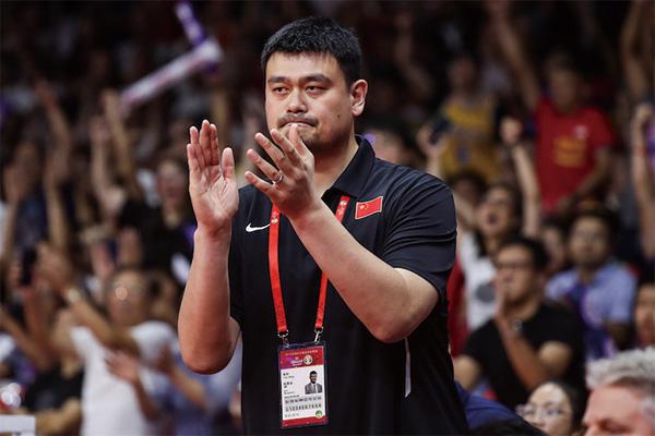 担任中国篮协主席的姚明