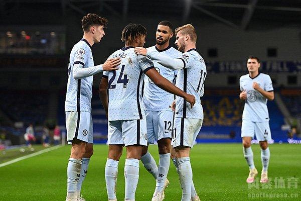 维纳尔在英超第一轮的比赛之中贡献一个点球