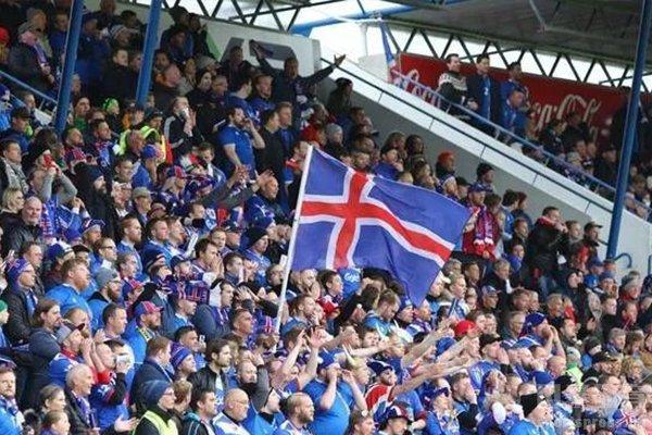 冰岛队虽然人口不多,但是球迷也是非常给力
