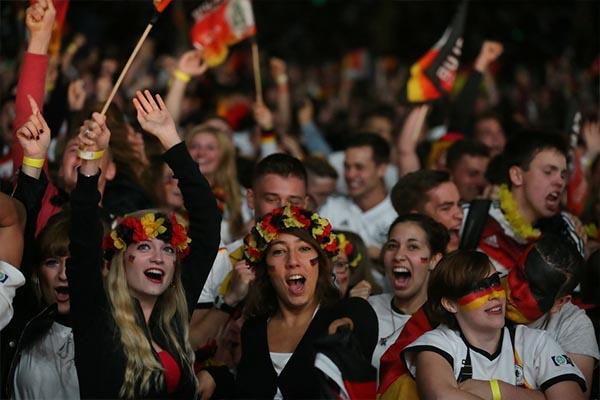 德国球迷为什么这么多?德国球迷冷静一下是什么梗?