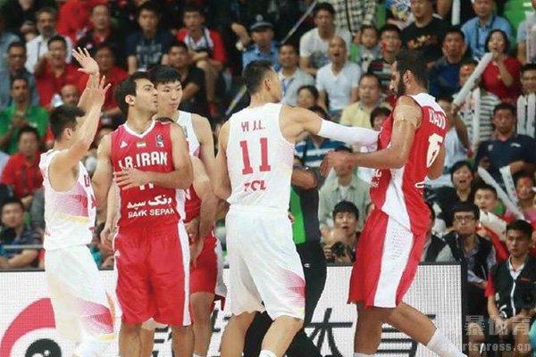 中国男篮击败伊朗队