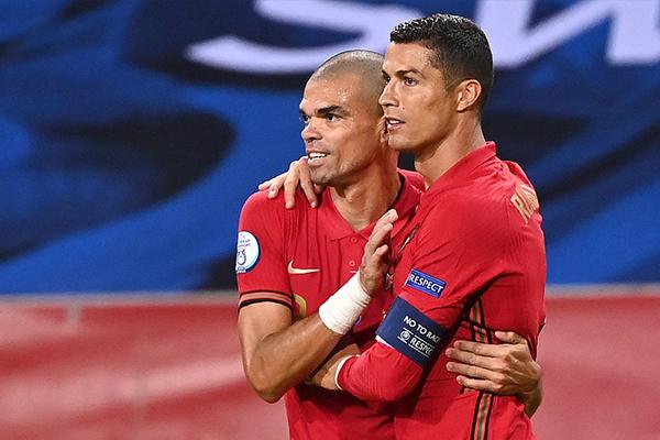 欧国联葡萄牙2比0击败丹麦!C罗梅开二度破国家队百球!