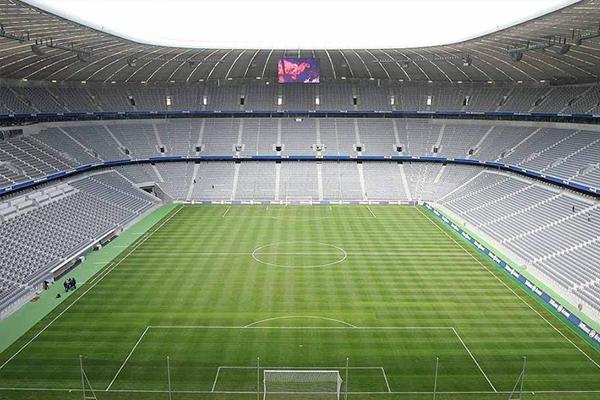 足球场地标准尺寸是多少?足球场地为什么一块深一块浅?