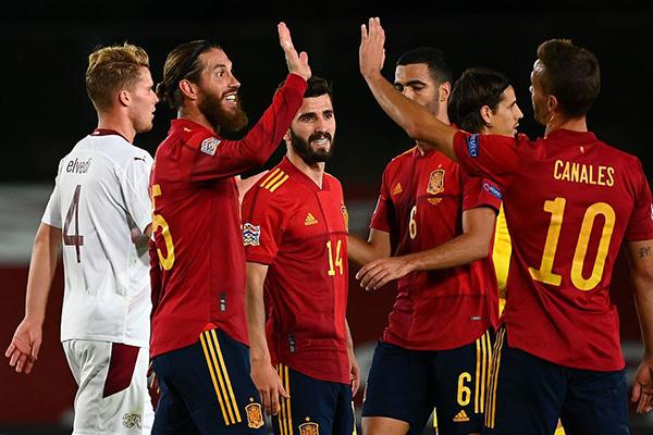 西班牙1比0击败瑞士 西班牙队获得两连胜