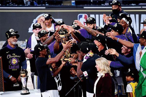 湖人球员庆祝夺冠