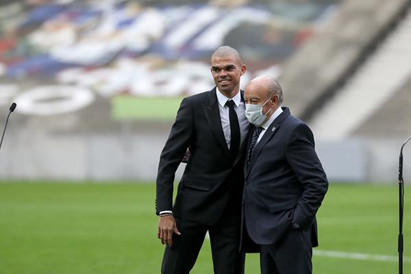 不得不说现在波尔图的每一场比赛都可以看出佩佩的重要性,和拉莫斯搭档多年,这两个后卫现在仍然还是足坛的顶尖后卫