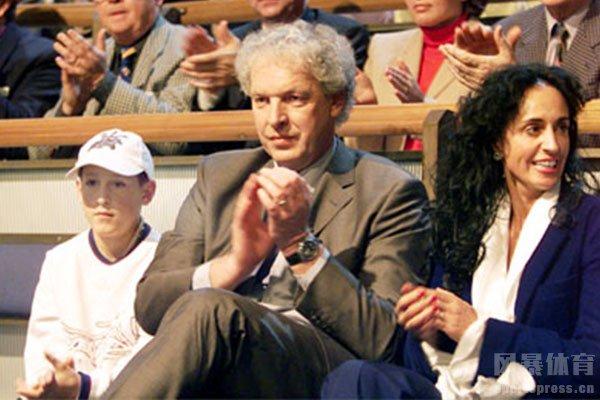 当时的勒沃库森主教练是托普穆勒