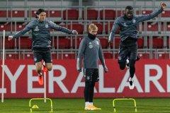 德国队备战国际友谊赛 勒夫神态轻松