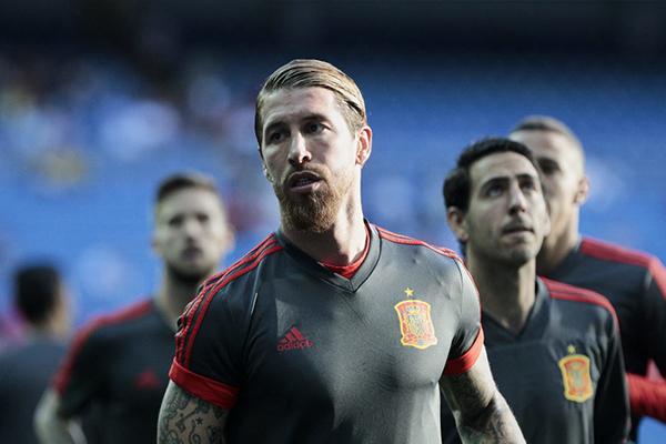 拉莫斯目前追平布冯保持的欧洲球员国家队出场纪录,是西班牙队的功臣老将