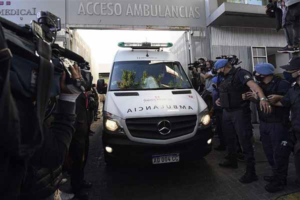 不得不说马拉多纳一直是阿根廷球迷的英雄,即使相隔几十年,但仍然在阿根廷球迷的心中
