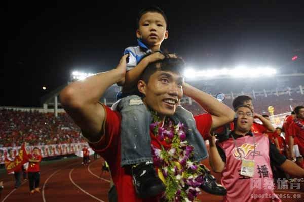 郑智的儿子未来可能也会走职业球员的道路