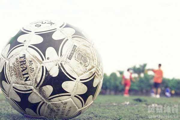 职业球星很多把足球看的比一切都重要