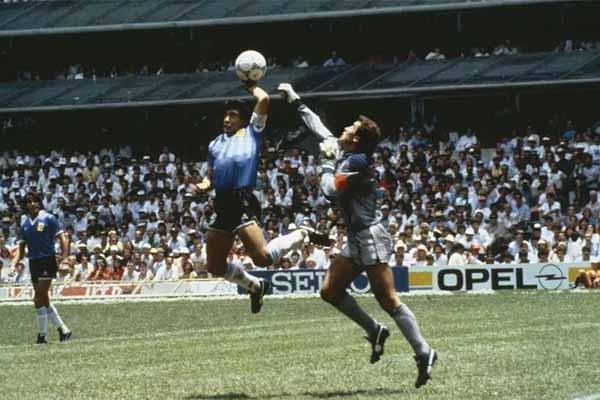 86年世界杯马拉多纳上演上帝之手 具体是怎么回事?