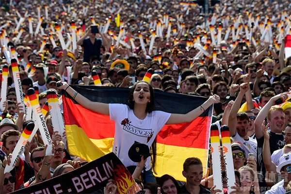 世界杯球迷之歌是德国球迷写的《我们是冠军》