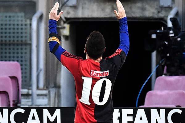 梅西进球后致敬马拉多纳 阿根廷两位球王时光交错的对话