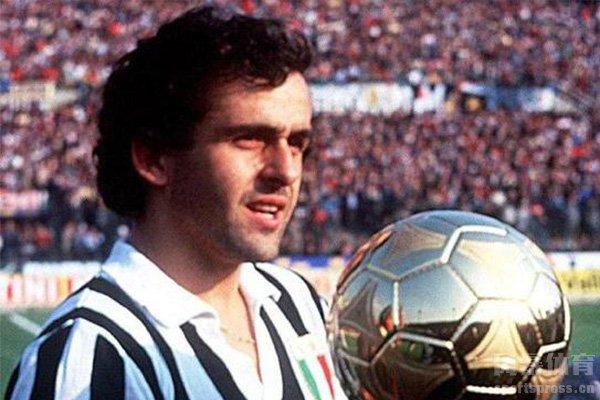 在历史上对法国足球贡献最大的当属普拉蒂尼