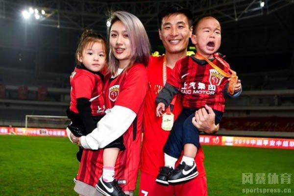 武磊和妻子仲佳蓓已经有了一儿一女