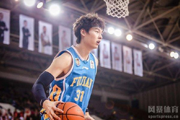 王哲林身高2.14米