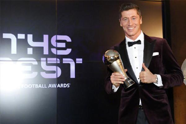 <b>莱万当选FIFA世界足球先生 莱万是如何拿下这项荣耀的?</b>