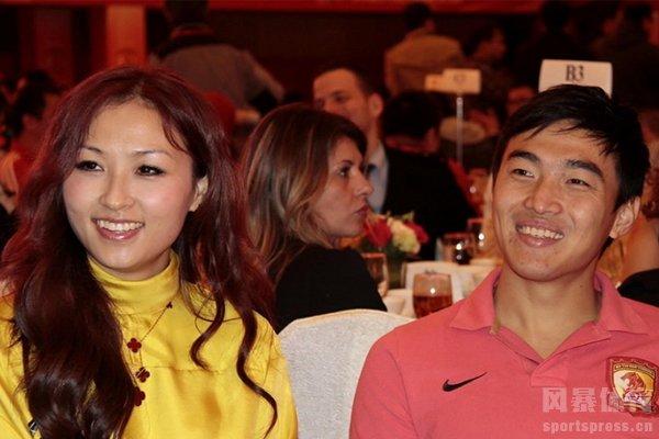 冯潇霆的妻子叫赵盈