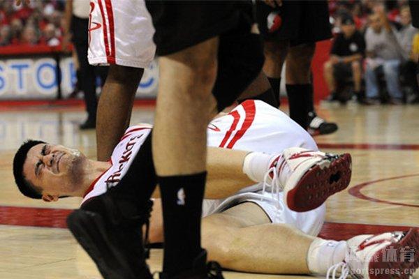 姚明在NBA战场上受伤次数还是很频繁