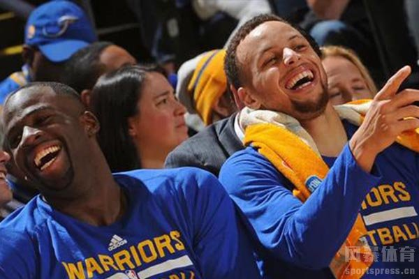 库里是NBA联盟之中的搞怪达人