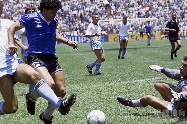 世界杯最佳进球是马拉多纳的连过五人