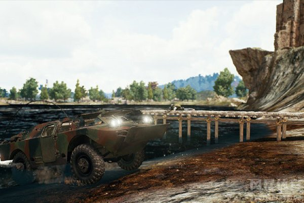 绝地求生空投的装甲车十分抗揍