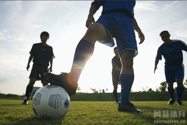 弧线球是足球之中非常强有力的进攻方式