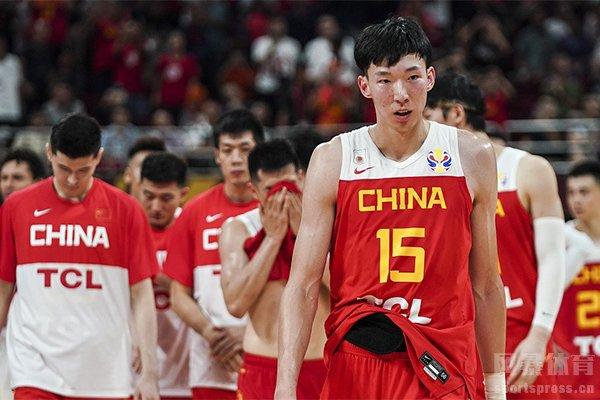中国男篮不敌波兰男篮周琦的失误很关键