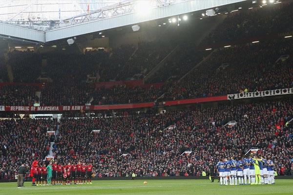 曼联足球场叫什么?曼联足球场可以容纳多少人?