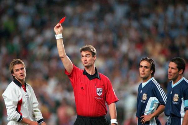 <b>贝克汉姆世界杯红牌是怎么回事?具体有什么影响?</b>