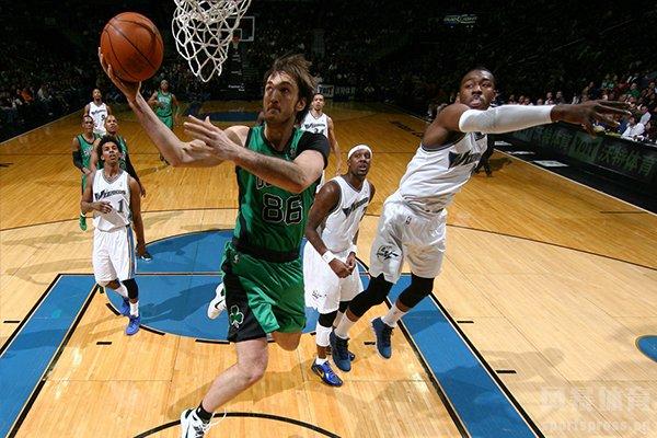 跳步是篮球的一个重要的得分技巧