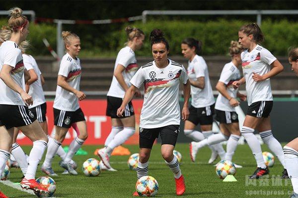 德国女足巅峰期在21世纪初